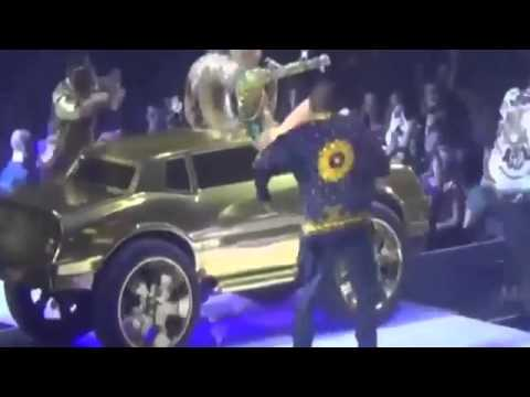 Miley Cyrus se Masturba en el Escenario 17 02 14   Vancouver   Canada   VIDEO ORIGINAL HD