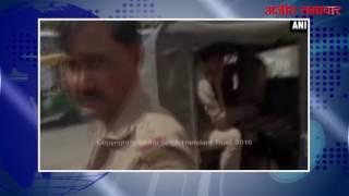 video : यूपी : पुलिस जीप में शराब पीने वाले पुलिस कर्मचारी कैमरे में कैद