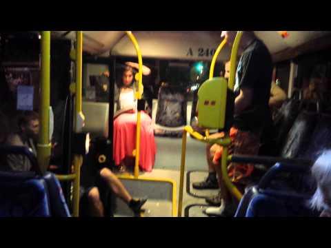 Bójka w warszawskim autobusie.