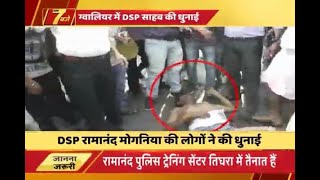 Gwalior: Drunk cop runs over vendors after losing control of vehicle, beaten up by locals - ABPNEWSTV