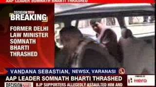 Somnath Bharti thrashed in Varanasi - NEWSXLIVE
