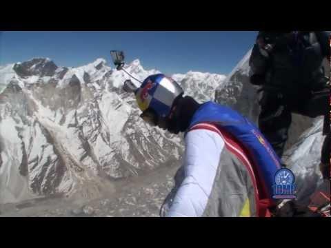 Rosjanin najpierw przez 30 dni wchodził na szczyt.