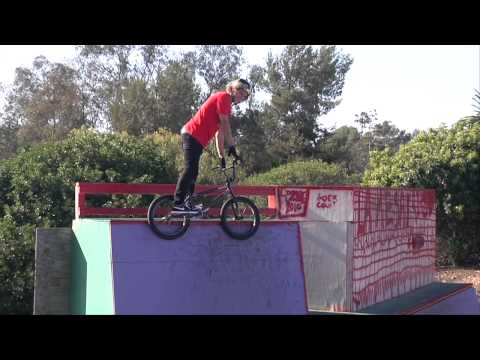 Alli Show - Mike Spinner, Garrett Reynolds, Dennis Enarson (Nike 6.0 BMX Team) - Backyard Courses