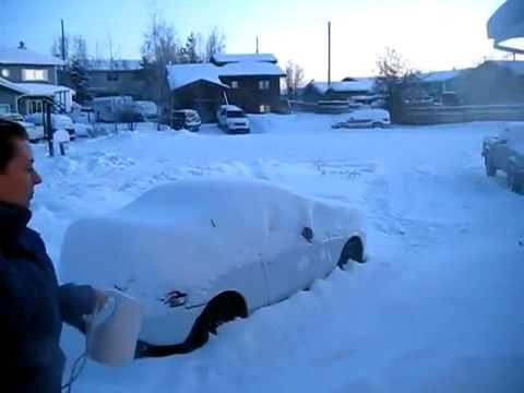 فيديو بيحصل ايه لما بترمي مياه مغليه في الجليد