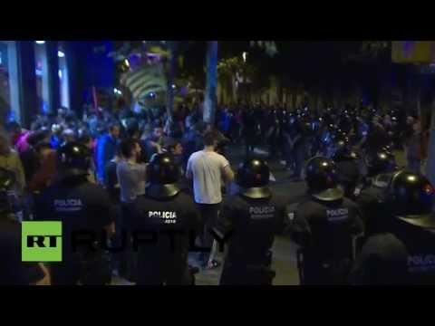 España: Choques entre partidarios de la independencia de Cataluña y la Policía