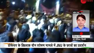 Deshhit: Clash between JNU students and policemen outside Vasant Kunj Police Station - ZEENEWS
