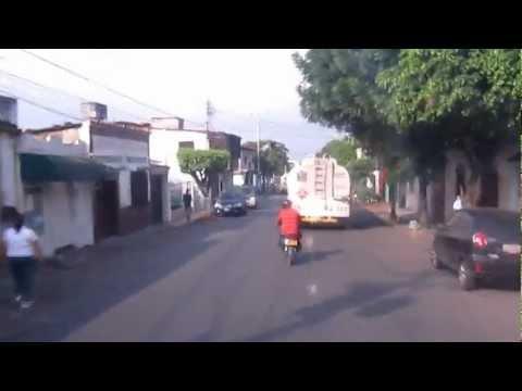 LA PRIMER MUJER EN VENEZUELA QUE MANEJA GANDOLAS