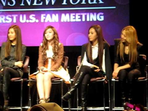 NYC FAN MEET & GREET - SNSD - Hyoyeon Dancing / Jessica - Almost [10.24.11]