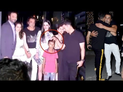 Akshay Sweetest Gesture For Beggar's Child Will Melt Ur Heart | Boby | Twinkle | Tanya | Bollywood