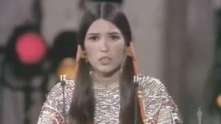 شاهد| فيديو تاريخي يسجل رفض مارلون براندو استلام جائزة «أوسكار»: لا تهتمون بالهنود - المصري لايت