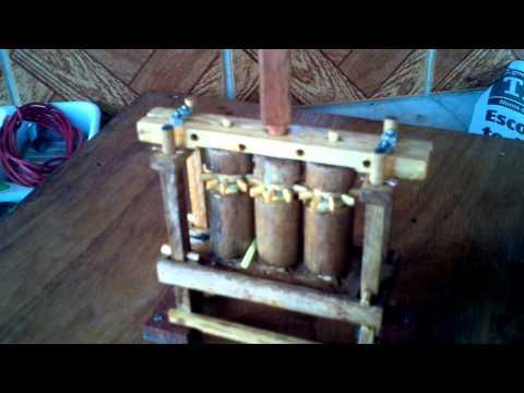 Roda D'Agua Com Moenda de Cana Miniatura 2