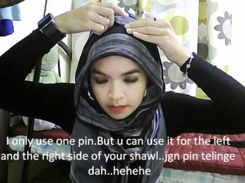 A very very very and very simple way to wear a loose shawl =D