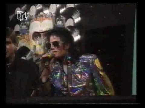 Michael Jackson - Award: 50 mil sold with only 4 albums!!! 1992