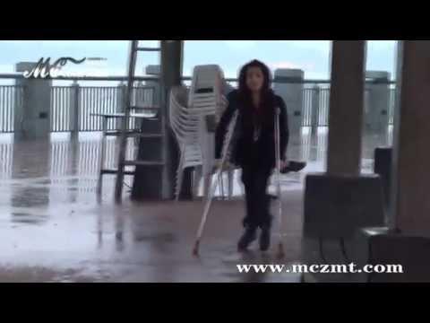 Crutches polio girl (2)
