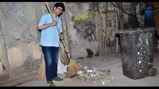 Prasoon Joshi Picks Broom To Clean Lanes│Swachh Bharat Abhiyan - THECINECURRY