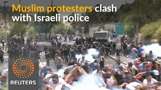 Muslims clash with Israeli police in Jerusalem over metal detectors - REUTERSVIDEO