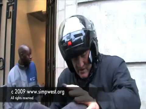 Жерар Депардье на скутере в Париже
