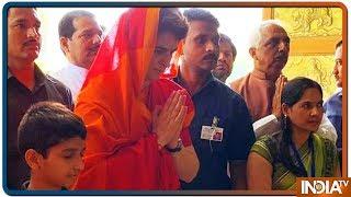 लोकसभा में जीत हासिल करने प्रियंका गांधी मंदिर भी गईं और मजार भी गईं - INDIATV
