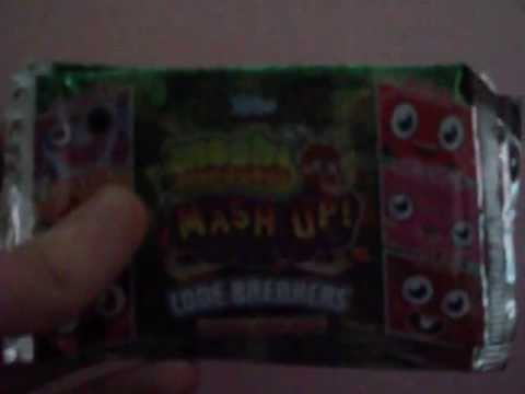 Opening 2 packets of Moshi Monsters Code Breakers cards.