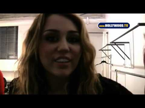 miley cyrus speaking portuguese!