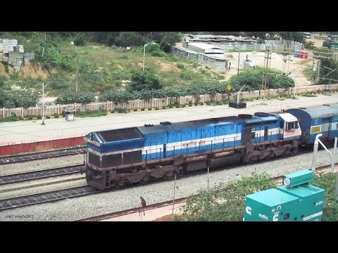 Humming 20038 KJM WDP4 Prasanti Express Captured from BYPL Metro Station