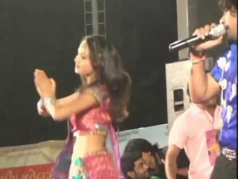 Vikram Thakor Mamta Soni - Gujarati Garba Songs Live Navratri 2012 - Day10 - Part 9