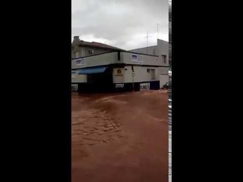Moradores registram enchentes em vários pontos da cidade