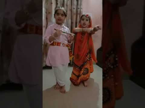 <p>नई दिल्ली, 11 अगस्त। राजधानी दिल्ली के उत्तम नगर स्थित सर्वप्रथम पाठशाला की नन्हीं जुडवां बहनें जन्माष्टमी के पावन मौके पर मैया यशोदा, ये तेरा कन्हैया... पर नृत्य करती हुईं। रिया राधा और रीवा कृष्ण के रूप में नजर आ रही हैं।</p>
