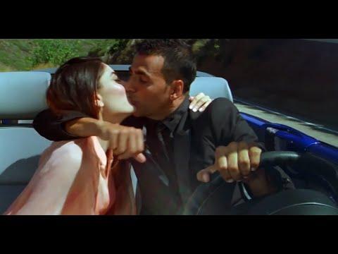 Kareena Kapoor hot kiss with Akshay Kumar