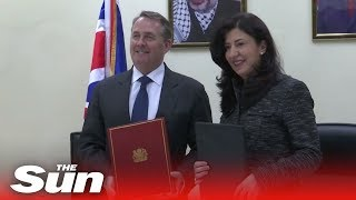 Liam Fox signs trade deal with Palastine - THESUNNEWSPAPER