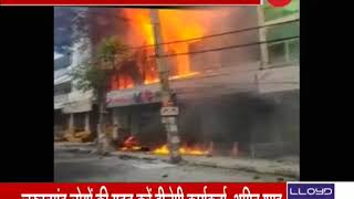 Massive fire breaks out at a Car showroom in Delhi - ZEENEWS