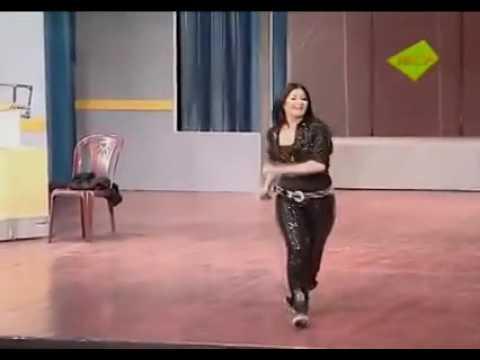 فنانه دالي رقص
