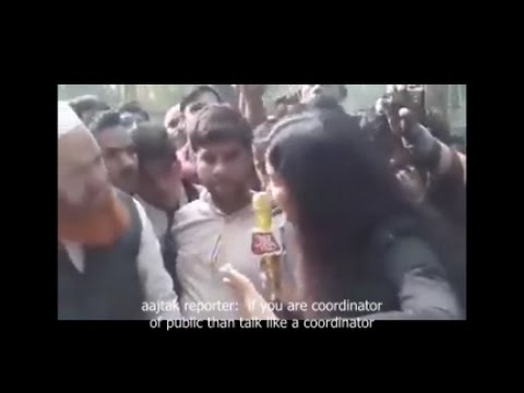 Public attacked AAJTAK reporter while making fake report on demonetization