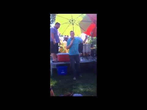Benoit Charette réalise le défi Ice Bucket Challenge
