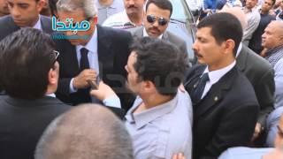 بالفيديو.. وزير الرياضة يشد على يد نجل الشاذلى