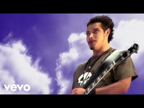"""Black hole sun"", czyli klasyk Soundgarden, zespołu, którego wokalistą był Chris Cornell"