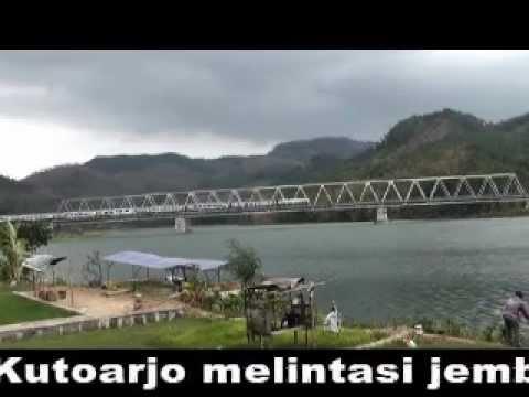 Arif Nurokhman@ Kereta Api Bogowonto Melintas Jembatan Serayu di Kebasen.