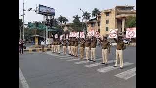 Watch: Nagpur cops don new avatar to spread 'No Honking' message - TIMESOFINDIACHANNEL