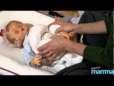 Prevenzione delle coliche: come fare il baby-massaggio