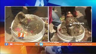 Eco Friendly Ganesh Nimajjanam in Bucket at Charminar | Bucket Immersion in Hyderabad | iNews - INEWS
