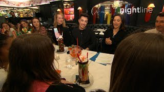 James Charles Q&A with fans at the Sugar Factory in New York | Nightline - ABCNEWS