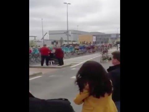Accidente - Terrible choque de un ciclista con una anciana en el Tour de Flandes
