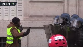 Paris Mayhem: Tear gas used, hundreds detained during Yellow Vests protest - RUSSIATODAY