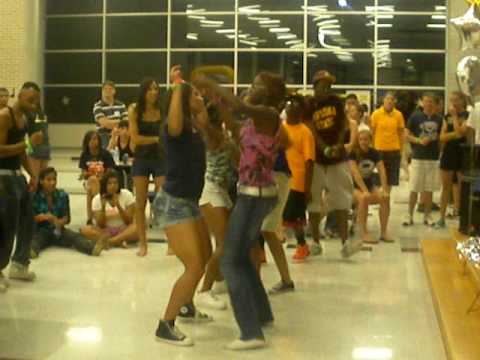 Hendrickson High School senior celebration Walk wit a Dip Dance