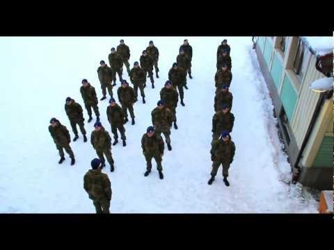 Militares bailando