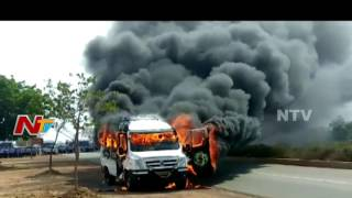 IT Employees Transport Tempo Catch Fires Due to High Temperature in Sri City || NTV - NTVTELUGUHD