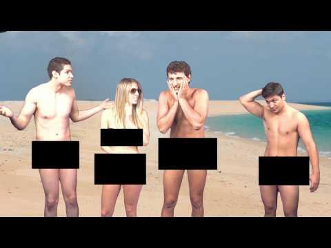 Casal Jovem na Praia de Nudismo