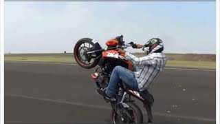 Risky stunts by India bikers - NEWSXLIVE