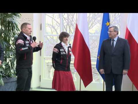 Agnieszka Bielecka wśród uczestników wyprawy na Gasherbrum I na spotkaniu z prezydentem Bronisławem Komorowskim w 2012 r.