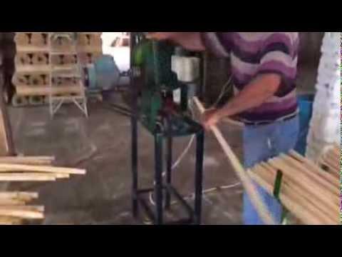 Maquina para hacer cuerda a bastones para escoba